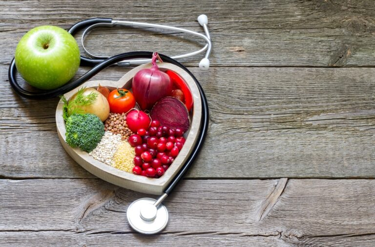 Stethoscope-and-healthy-food-in-a-heart-shaped-container
